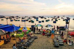 Ghé làng chài Mũi Né mua hải sản theo thau