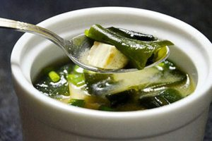 Cách nấu chè hạt sen đậu xanh rong biển ngon lạ miệng