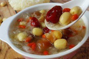 Cách nấu chè hạt sen đậu xanh táo đỏ ngon bổ dưỡng