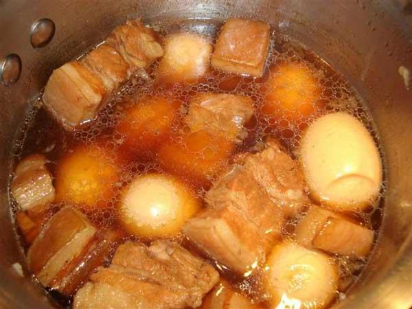Cách thực hiện nấu thịt kho tàu miền nam